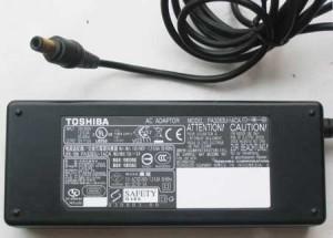Adaptor Toshiba 15V 5A - Black Original